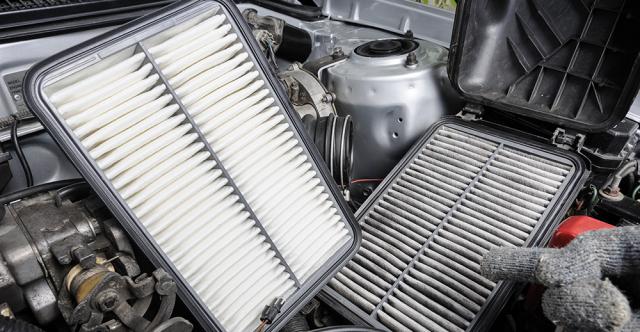 Améliorez l'efficience avec le remplacement du filtre à air du moteur