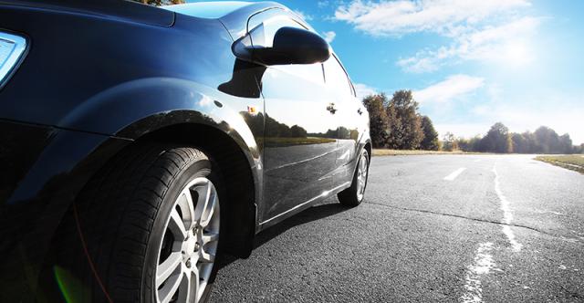 Entretien de la voiture sans danger pour l'environnement : le lavage sans eau